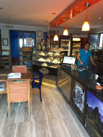 Machu Picchu Guru Cafe: Güzel manzara kötü ve pahalı pastalar