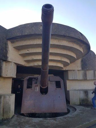 Longues-sur-Mer, Fransa: gun battery