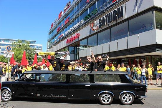 trabi xxl trabant limousines berlin aktuelle 2018. Black Bedroom Furniture Sets. Home Design Ideas