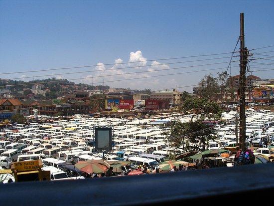 Namugongo, Oeganda: Travel the Ugandan way - in a taxi van!