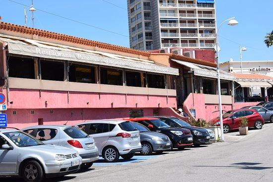 La facade du resto photo de les terrasses carry le for Resto carry le rouet