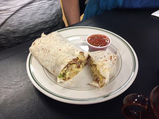 Rupert, ไอดาโฮ: Breakfast burrito and breakfast scramble.