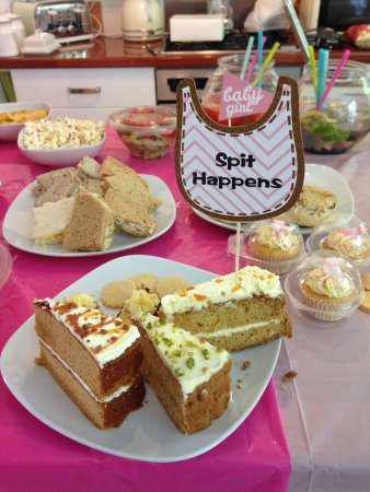 Birchington, UK: Cakes were amazing with a brilliant gluten free variety too!  Great service and unexpected, thou