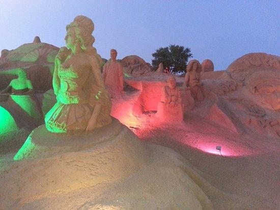 Pera, Portekiz: Recent musical icons sculptures