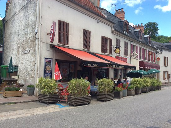 Dampierre-en-Yvelines, Francia: Cafe open on Monday near Levis-Son-Nom