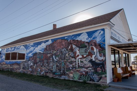 Vega, TX: The museum and mural on the outside wall