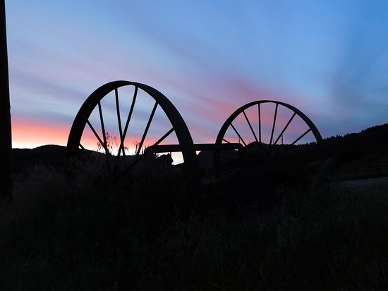 Sylvan Dale Guest Ranch: great sunsets.