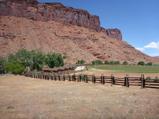 John wayne and movie museum picture of red cliffs lodge for Moab utah cabins