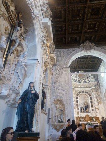 Favara, Italia: Inside