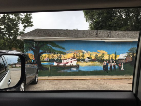 New Iberia, LA: Building's mural update! Love this Cajun country!! Gorgeous art