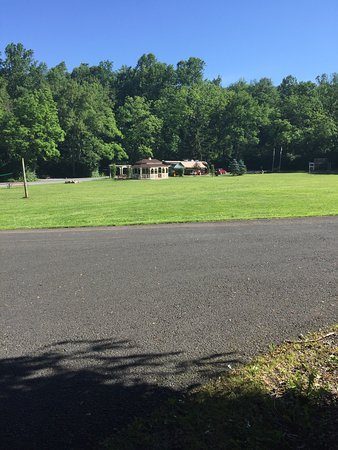 Narvon, PA: Clean campground w nice amenities.  Eagles nest rental.