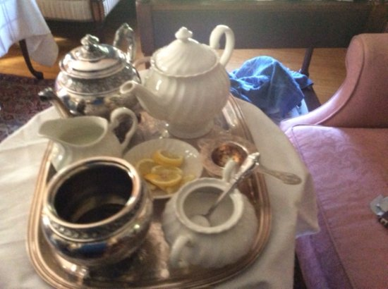 Hyde Park, VT: Tea service for afternoon tea.