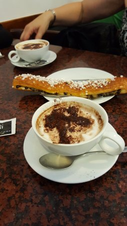 Cafe Irubi : great capuccinos and huge pastry
