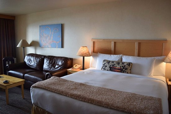 Inn At Cape Kiwanda: Lovely room, comfy bed.
