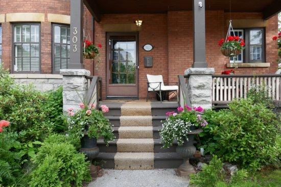 Ashbury House B&B: front door