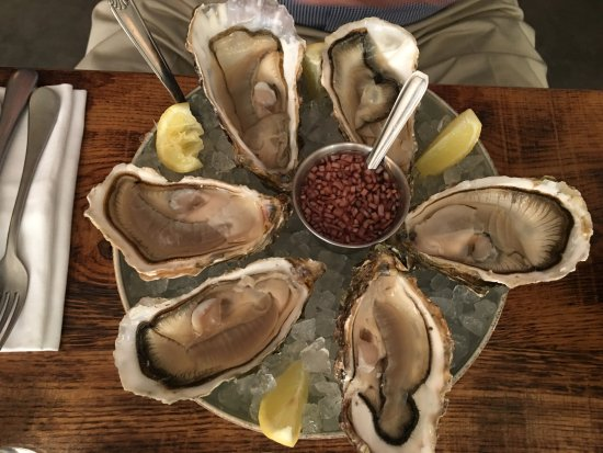 Plump and tasty oysters picture of restaurant belle - Belle maison restaurant paris ...