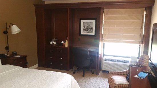 Hampton Inn and Suites Charleston/Mt. Pleasant-Isle Of Palms: Work Desk