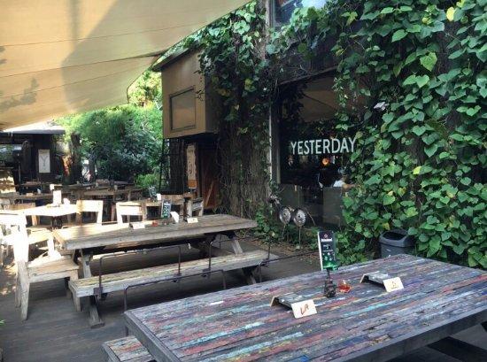 Hasil gambar untuk yesterday lounge cipete