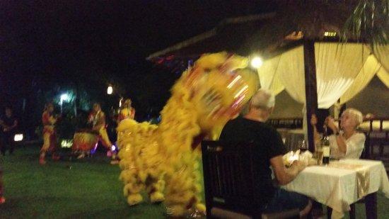 Hoi An Riverside Bamboo Resort: Dragon dance on the Vietnamese BBQ night
