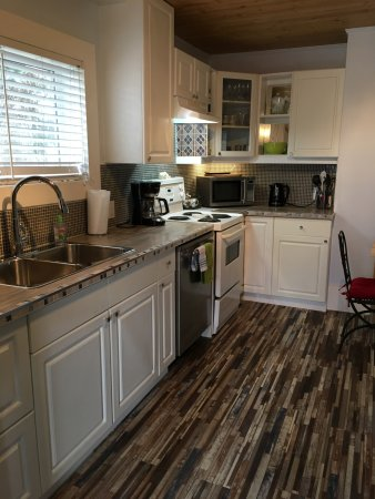 Heartwood Inn and Spa: Vacation Bungalow new upgraded Kitchen