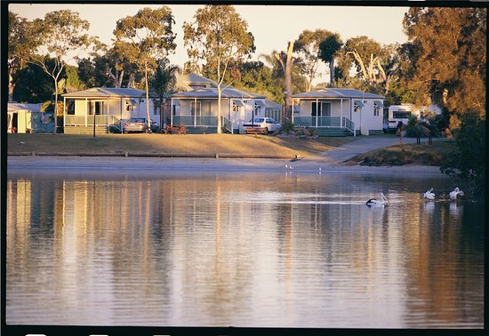 Tweed Heads, Australië: Riverfront cabins over the Tweed River