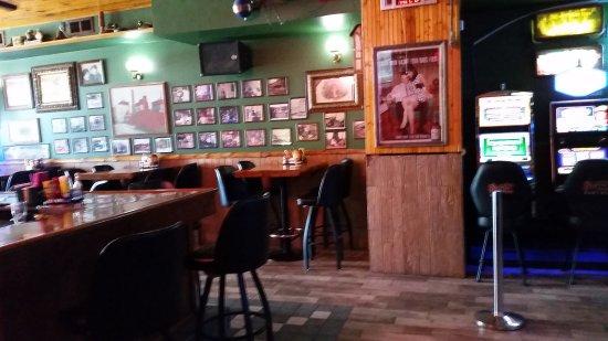 Peru, IL : Bar area