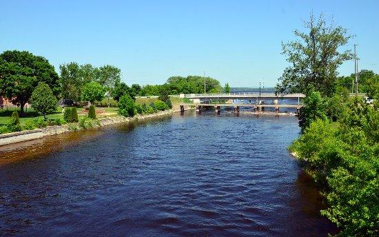 Pembroke, Canada: River near City Hall