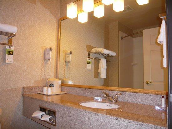 Streetsboro, OH: Granite vanity