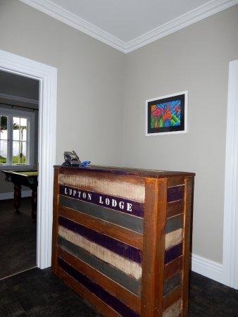 Lupton Lodge: Reception and travel desk