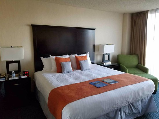 Aquarius Casino Resort: Quiet bedroom - California Tower #12068