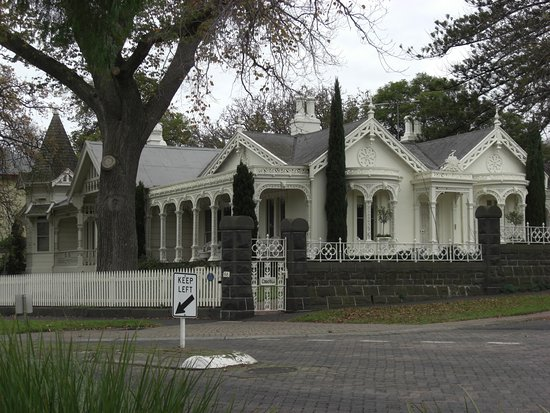Geelong, Australië: Beautiful old house just up the road from the botanic gardens