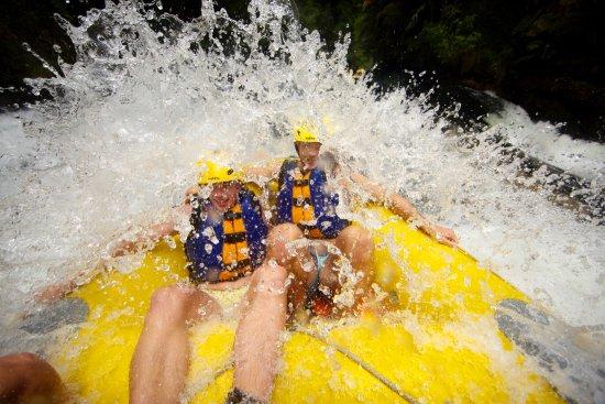 Okere Falls, New Zealand: splashing good times!