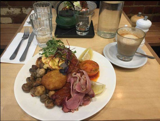Essendon, Australia: Big breakfast