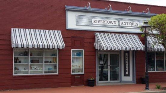 Ambridge, Pensilvanya: Rivertown Aniques is located in a 7500 sq ft 1920's industrial building in the Historic District