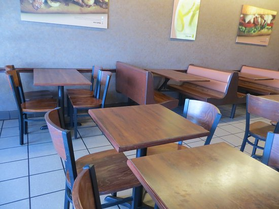 Ashland, KY: Some seating. There were other tables and some stools along a counter and window.