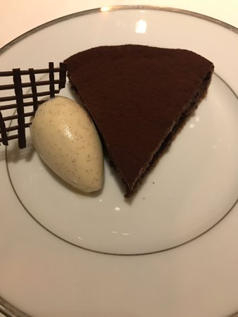 L'Ambroisie : Fabled chocolate tart