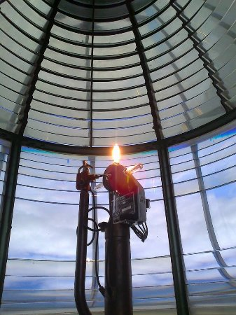 Queenscliff, Australia: Inside the Blsck Lighthouse the lens that keeps the light running