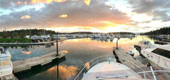 Roche Harbor Resort: View of the marina in the evening (~8:30 PM).