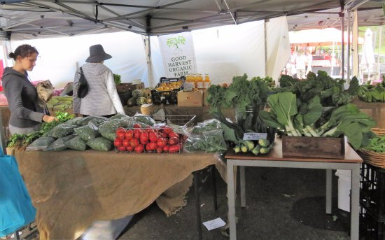 Woombye, Australia: Beautful organic food. One of many stalls.
