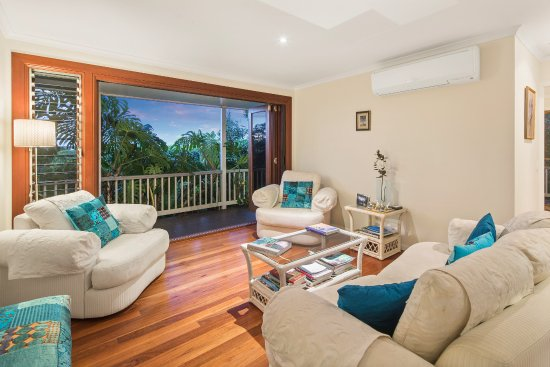 Mapleton, Australie : The guest lounge room looking east