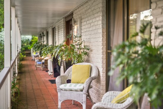 Eden Lodge B&B: The front verandah