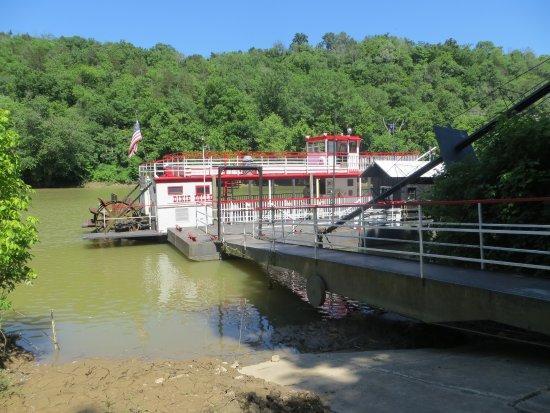 Harrodsburg, KY: Dixie Belle paddle wheel river boat.