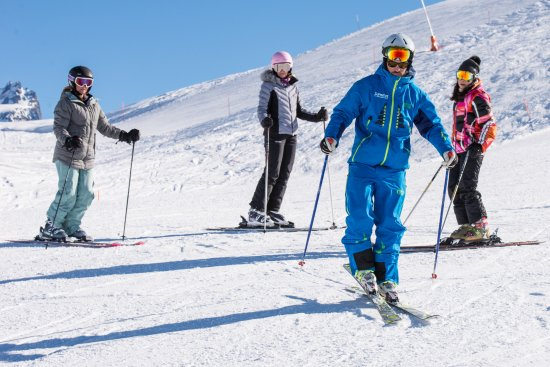 Summit Ski & Snowboard School: Clear instructions and demonstrations to help you improve