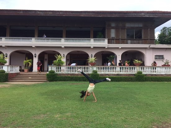 Ilocos Norte Province, Filipinas: Playing in the garden