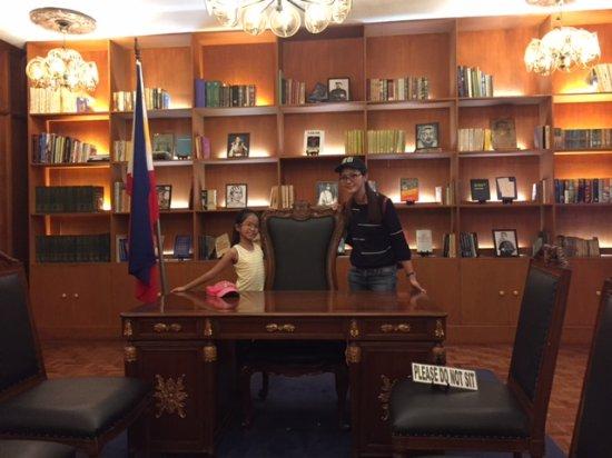Ilocos Norte Province, Filipina: The office