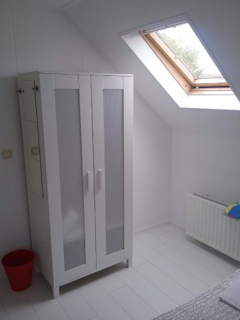 Buren, Nederland: alle sclaapkamers zijn voorzien van een opbergkast