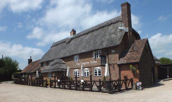 Tarrant Monkton, UK: Front of pub