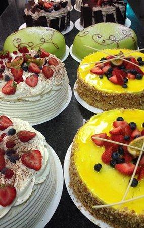 Olofstrom, Sweden: Tårtor och massa bakelser mm gör vi på plats hos oss på Renates