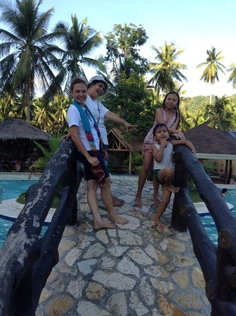 Dongon Hillside Resort: @ the bridge 0ver the pool