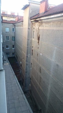 Hotel Meksiko: Firewall, but at least no noise from the street